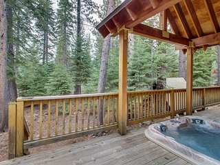 Lovely mountain cabin in the pines w/ private hot tub & shared pools!