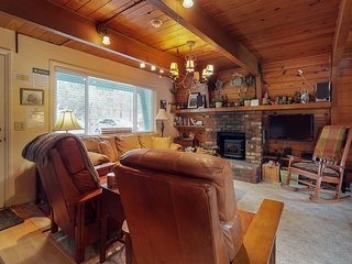 NEW LISTING! Rustic house with WiFi,  stove, patio, heater. Close to slopes!