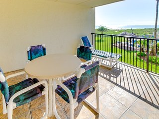 Oceanfront condo w/ shared pools, hot tubs, & tennis near beach & more!