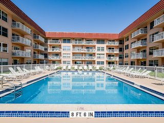 Oceanview condo w/ shared pool, private beach access, dining, pier, and more!
