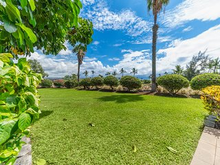 NEW LISTING! Corner condo on golf course w/lanai, pool/hot tub-great for couples