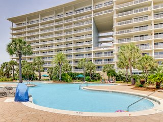 Bright, Gulf view condo w/ balcony & shared lagoon pool/gym - steps to beach!