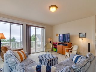 Large coastal home w/balcony, ocean views - near attractions, great for families