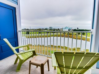 Waterfront condo w/ shared hot tub & pool, ocean views, nearby beach access!