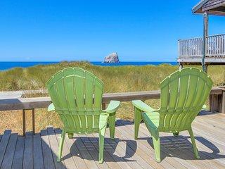 Modern, oceanfront cabin w/ stunning ocean views & nearby beach access!