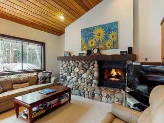 Charming condo with mountain views, shared hot tub, & private deck