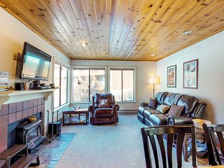 Ski-in/ski-out condo w/shared pool, hot tub, & sauna - easy slope & lake access!