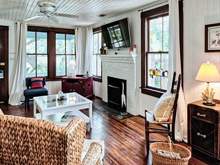 Unique two-cottage property w/ deck & screened porches - walk to North Beach!
