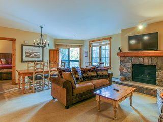 Cozy mountain condo w/ shared pool & hot tub - close to the slopes!
