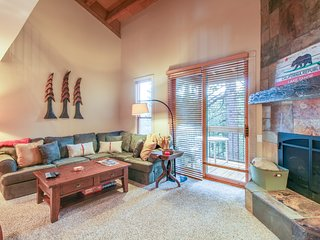 Rustic condo w/ balcony, grill, & shared pool/hot tub access!