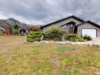 NEW LISTING! Lovely home on 1 acre w/jetted tub-near downtown Leavenworth