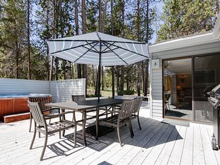 Family-friendly house w/ private hot tub, large deck, & eight SHARC passes!