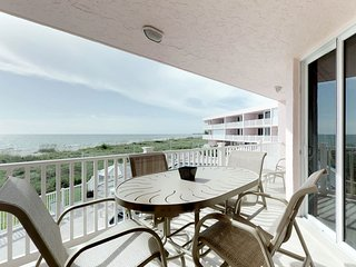 Waterfront condo w/ furnished balcony plus shared pool, easy beach access
