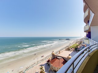 Oceanfront condo w/ balcony, shared pools, hot tub, & more - snowbirds welcome!