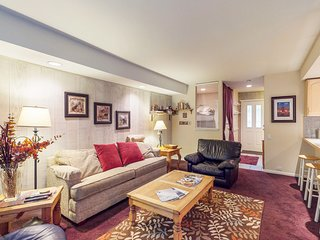 Cozy condo with shared picnic and barbecue area and a shared hot tub & pool!