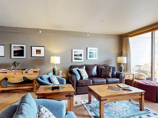 Walk to the slopes from this condo with shared indoor pool & hot tub access