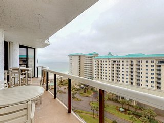 NEW LISTING! Stunning waterfront condo w/ a shared pool, hot tub, gym, & tennis