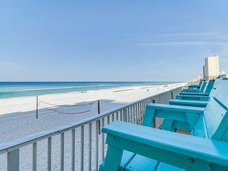 Studio w/ a balcony, beach views, & a shared, outdoor pool - Snowbird rates!