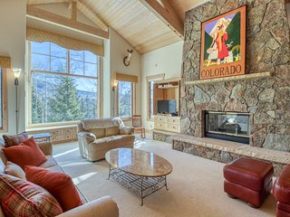 NEW LISTING! Large home w/mountain views, gas fireplaces & gourmet kitchen