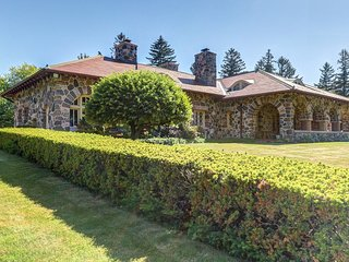 Lakefront mansion w/private pool, hot tub, firepit, & lake access -dogs OK!