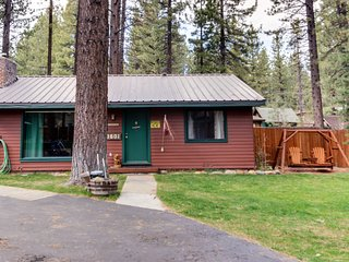 Dog-friendly cabin complex w/ shared hot tub & nearby lake access!
