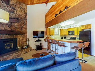 NEW LISTING! Mountain condo w/free WiFi, fireplace & grill - close to ski lifts