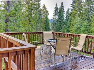 Renovated dog-friendly cabin w/ access to a Tahoe beach, a shared pool & tennis!