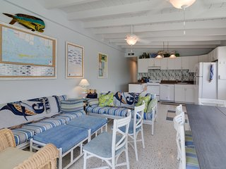 Dog-friendly half-duplex w/ a 30-ft dock including Cabana Club pool and beach