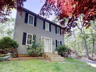Tranquil home w/tree-lined deck-near trails, farms, beaches & town