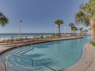 Beachfront condo w/pier view, resort pool, Pier Park across street