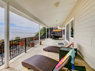 Gorgeous, oceanfront house w/ ocean views, easy beach access & entertainment!