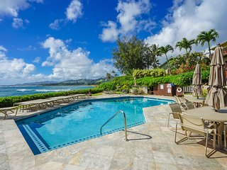 Quiet, central ground-floor oasis w/lanai & heated oceanfront pool