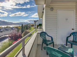 Second-floor condo w/shared pool/hot tub & partial lake views - walk to town!