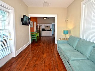 Homey condo w/ shared pool & private parking in a central location - Dogs OK!