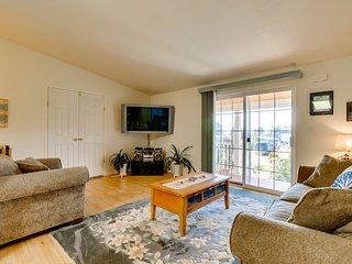 Spacious coastal home with deck, gas fireplace & partial ocean views - dogs ok!