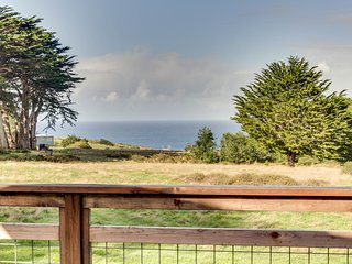 Cozy cottage w/ big deck, ocean views & 8 shared acres - near trails & beaches!