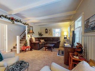 NEW LISTING! Cozy Cottage close to Big Bear Ski Resort w/fireplace & free WiFi