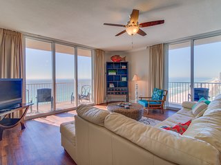 Gulffront condo w/ balcony view & shared pools, hot tubs, fitness center, sauna