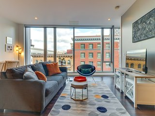NEW LISTING! Luxury Park Avenue West condo w/large windows, great views