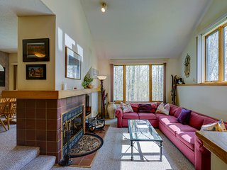 Dog-friendly condo w/ shared pool, hot tub & more, easy ski access - dogs ok!