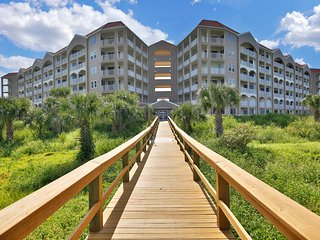 NEW LISTING! Oceanfront penthouse condo w/shared pool overlooking the beach