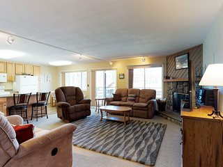 NEW LISTING! Mountain view condo w/shared pool/hot tub/game room - on bus route