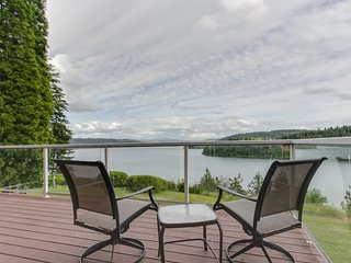 Spacious lakeside home with gorgeous views and secluded location