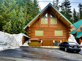 Two beautiful, spacious, dog-friendly mountain cabins w/ hot tub, deck & patio!