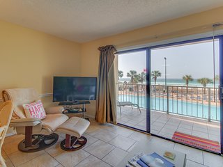Charming oceanfront condo w/ ocean views, shared pool & hot tub - walk to beach!