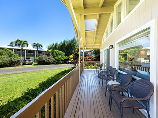 NEW LISTING! Lovely island-style house close to the beach - great for families!