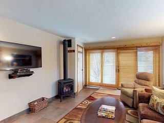 Updated townhome w/Mt. Baldy views located by River Run ski lifts & trails!
