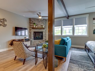 NEW LISTING! High-end studio w/gas fireplace -near restaurants, wineries, more