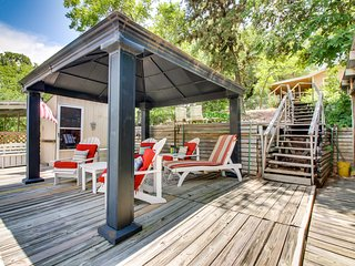 NEW LISTING! Lakefront, dog-friendly guesthouse w/shared hot tub, pool & dock