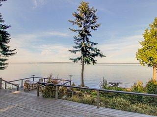 Bayfront cabin with beautiful natural surroundings boasts incredible ocean views
